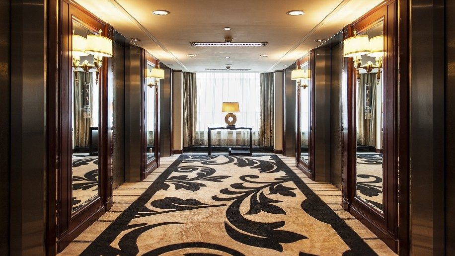 Lót thảm khách sạn là gì